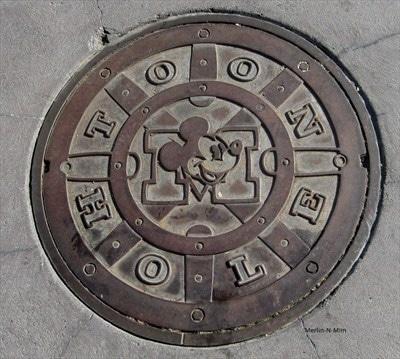 Disneyland_manhole_cover